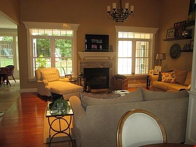 Lovely home, walking distance to Mount Holyoke and near the Five Colleges Home Rental in South Hadley 1 - thumbnail