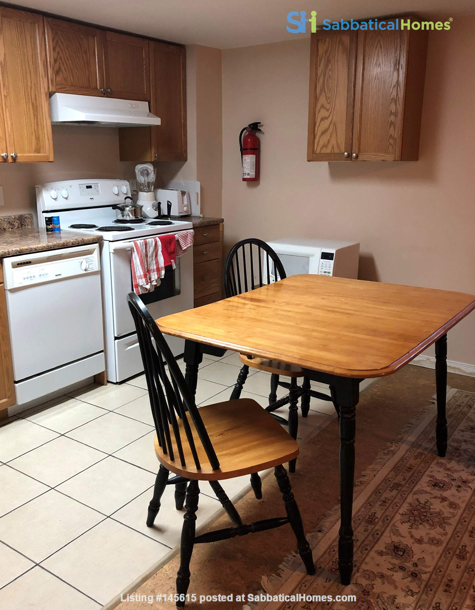 Apartment in quiet bungalow, 10 minutes walk to U of Guelph campus. Home Rental in Guelph, Ontario, Canada 4
