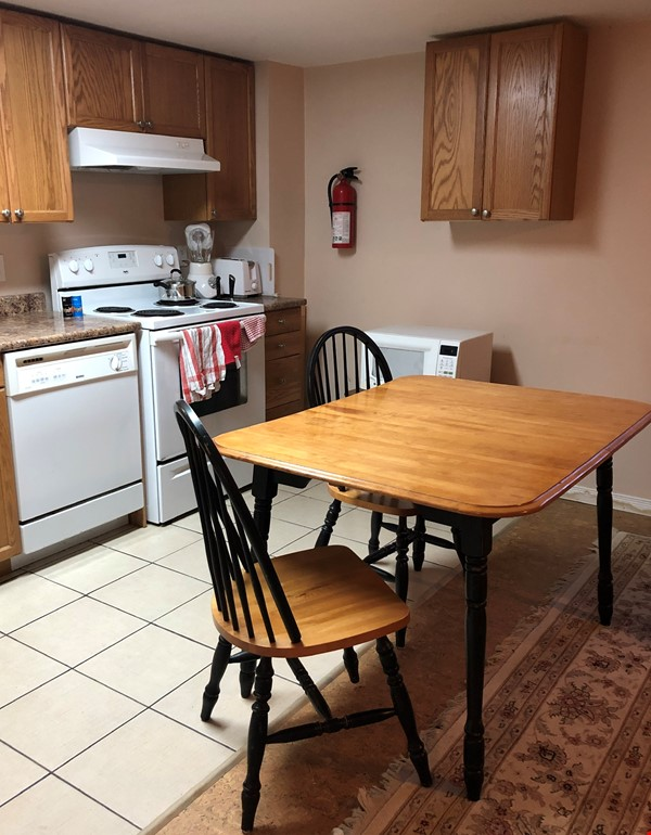 Apartment in quiet bungalow, 10 minutes walk to U of Guelph campus. Home Rental in Guelph 4 - thumbnail