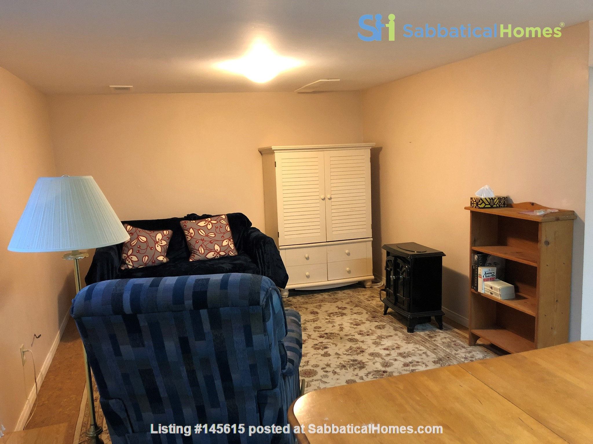 Apartment in quiet bungalow, 10 minutes walk to U of Guelph campus. Home Rental in Guelph, Ontario, Canada 2
