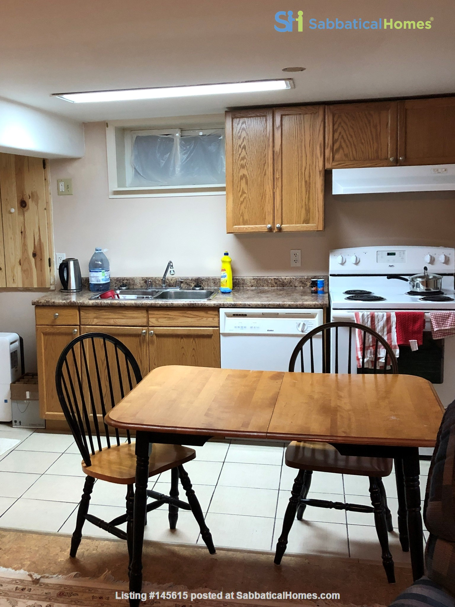 Apartment in quiet bungalow, 10 minutes walk to U of Guelph campus. Home Rental in Guelph, Ontario, Canada 0
