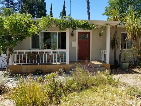Charming, Quiet Bungalow near Stanford for AY 2021-2022 Home Rental in Mountain View 0 - thumbnail