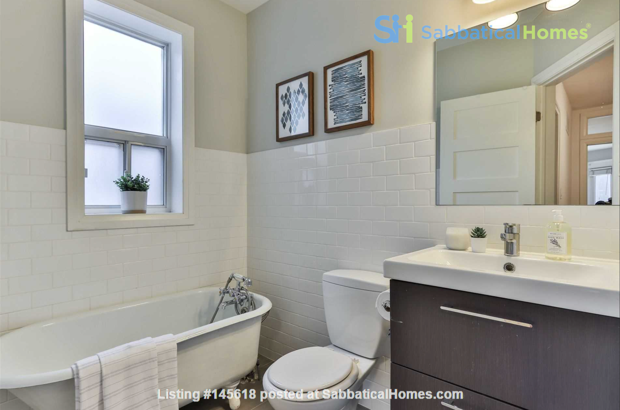 Beautiful open-concept home in the heart of Leslieville, Toronto Home Rental in Toronto, Ontario, Canada 8