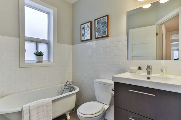 Beautiful open-concept home in the heart of Leslieville, Toronto Home Rental in Toronto 8 - thumbnail