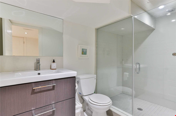Beautiful open-concept home in the heart of Leslieville, Toronto Home Rental in Toronto 9 - thumbnail