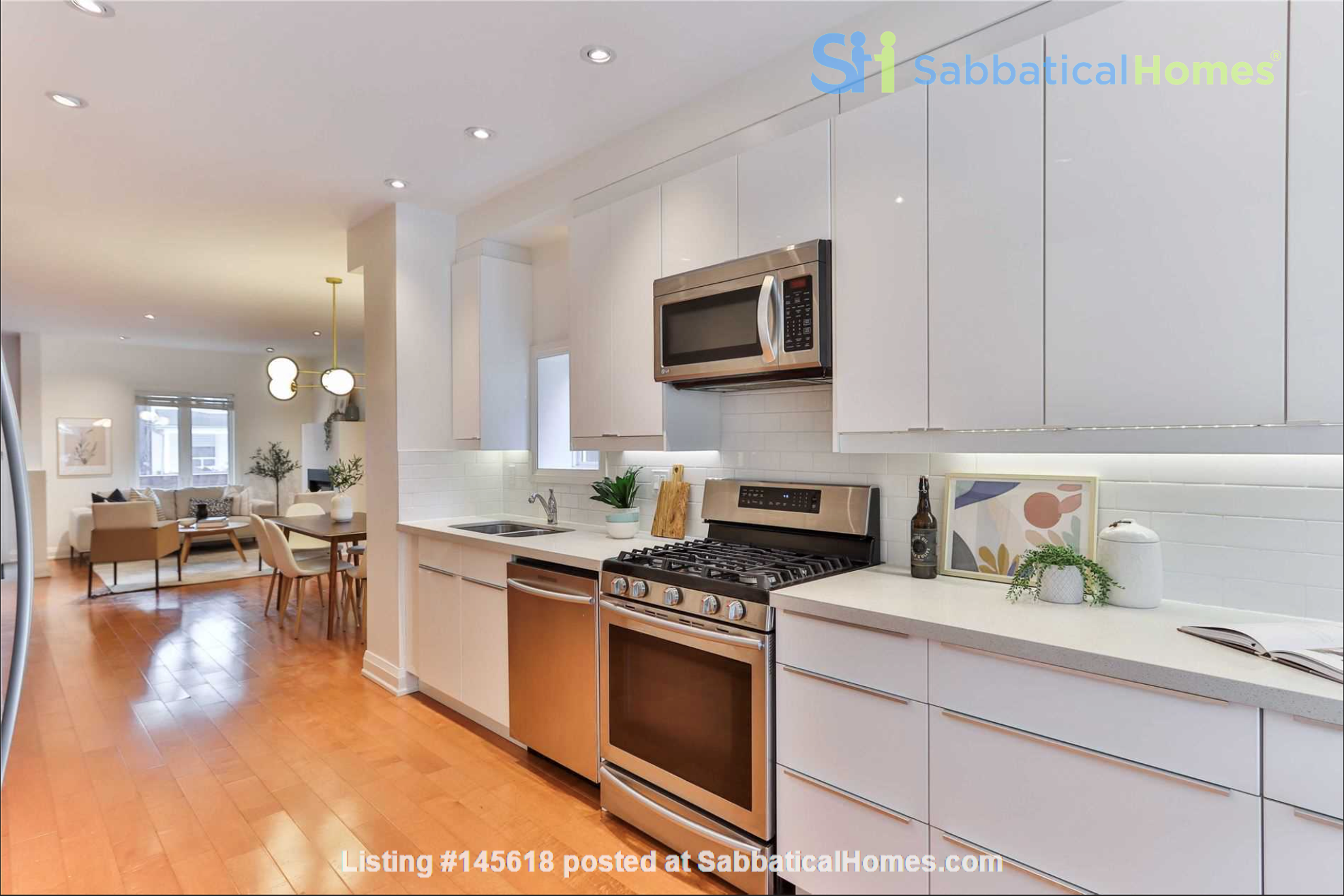 Beautiful open-concept home in the heart of Leslieville, Toronto Home Rental in Toronto, Ontario, Canada 2