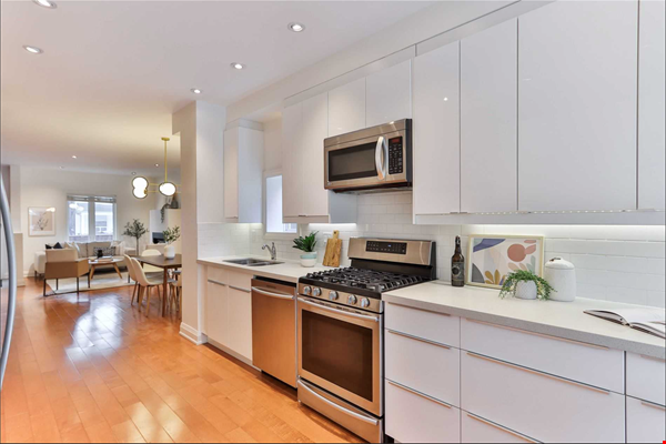 Beautiful open-concept home in the heart of Leslieville, Toronto Home Rental in Toronto 2 - thumbnail
