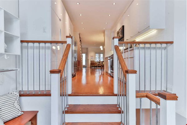 Beautiful open-concept home in the heart of Leslieville, Toronto Home Rental in Toronto 3 - thumbnail