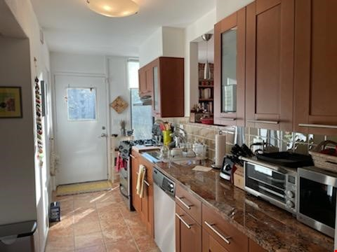 A beautiful, well-lit, furnished modern condo in historic Wooster Square Home Rental in New Haven 3 - thumbnail