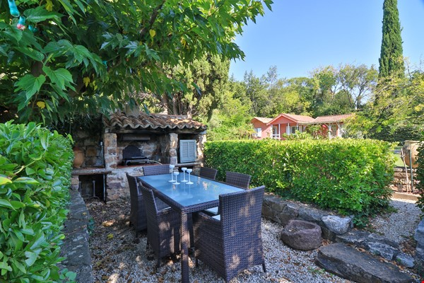 Your own bungalow in Provence - large garden and pool - close to city Home Exchange in La Garde 8 - thumbnail