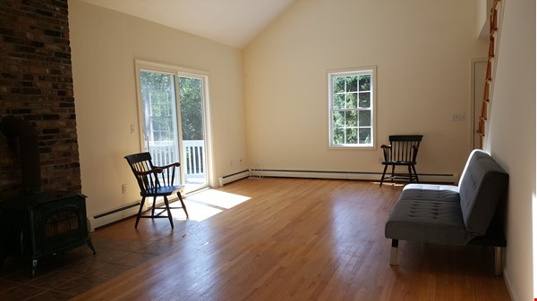 2 bedroom country house / 25 miles North of Boston and Cambridge Home Rental in Andover 5 - thumbnail