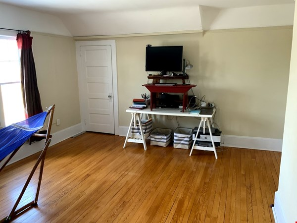 Quiet house next to Cascadilla Gorge, 5 minutes walk to Cornell Campus Home Rental in Ithaca 8 - thumbnail