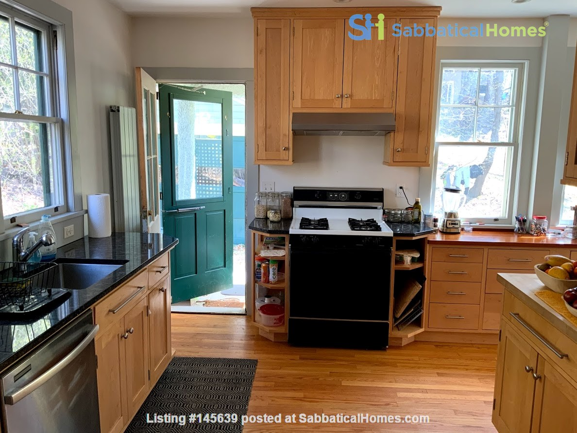 Quiet house next to Cascadilla Gorge, 5 minutes walk to Cornell Campus Home Rental in Ithaca, New York, United States 3