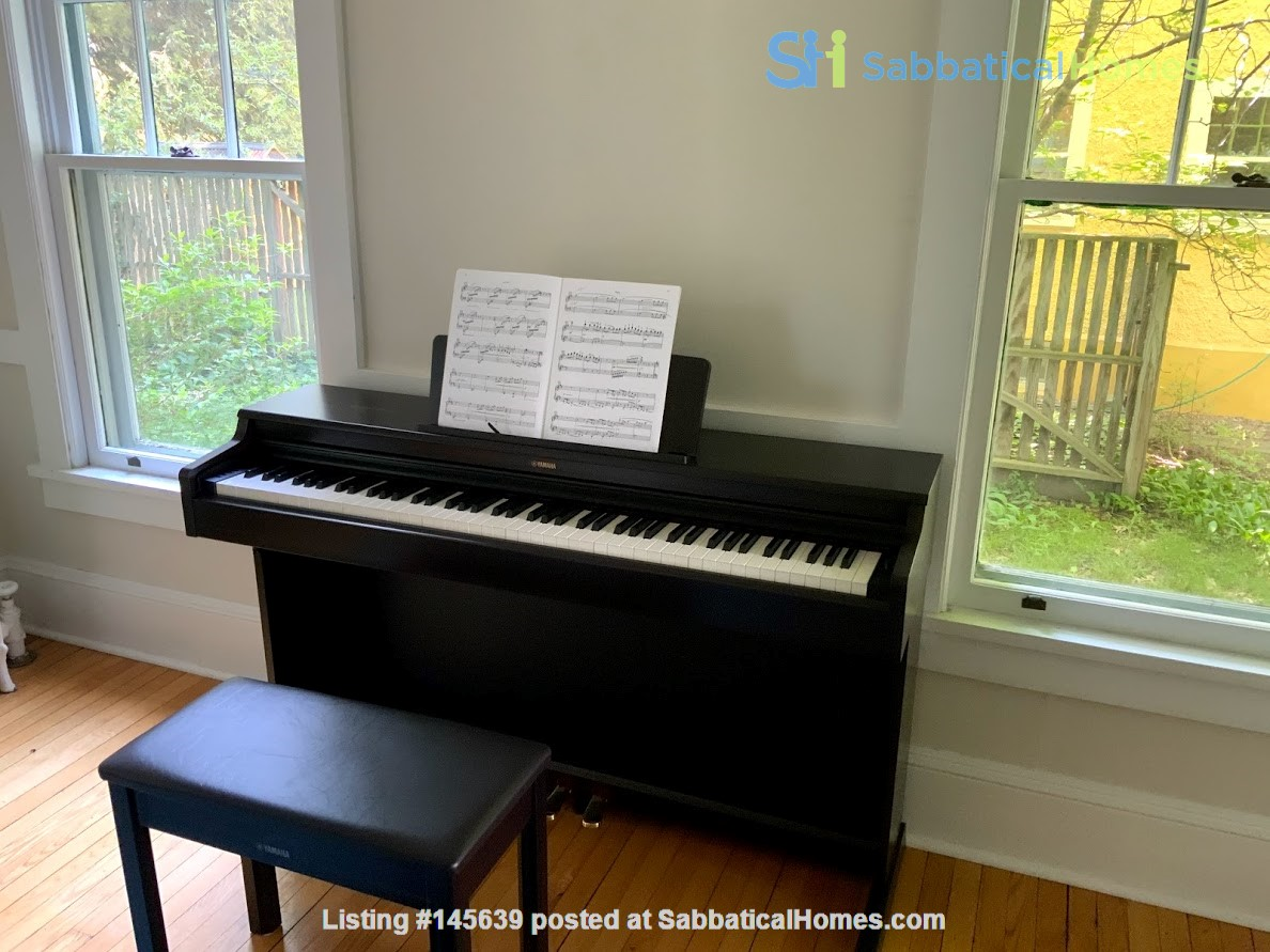 Quiet house next to Cascadilla Gorge, 5 minutes walk to Cornell Campus Home Rental in Ithaca, New York, United States 5