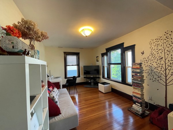 Renovated home close to Tufts & Harvard Home Rental in Somerville 1 - thumbnail