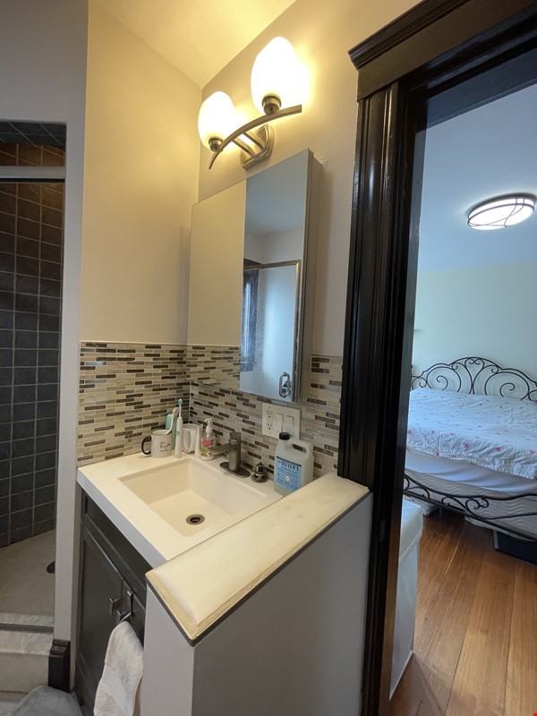 Renovated home close to Tufts & Harvard Home Rental in Somerville 8 - thumbnail