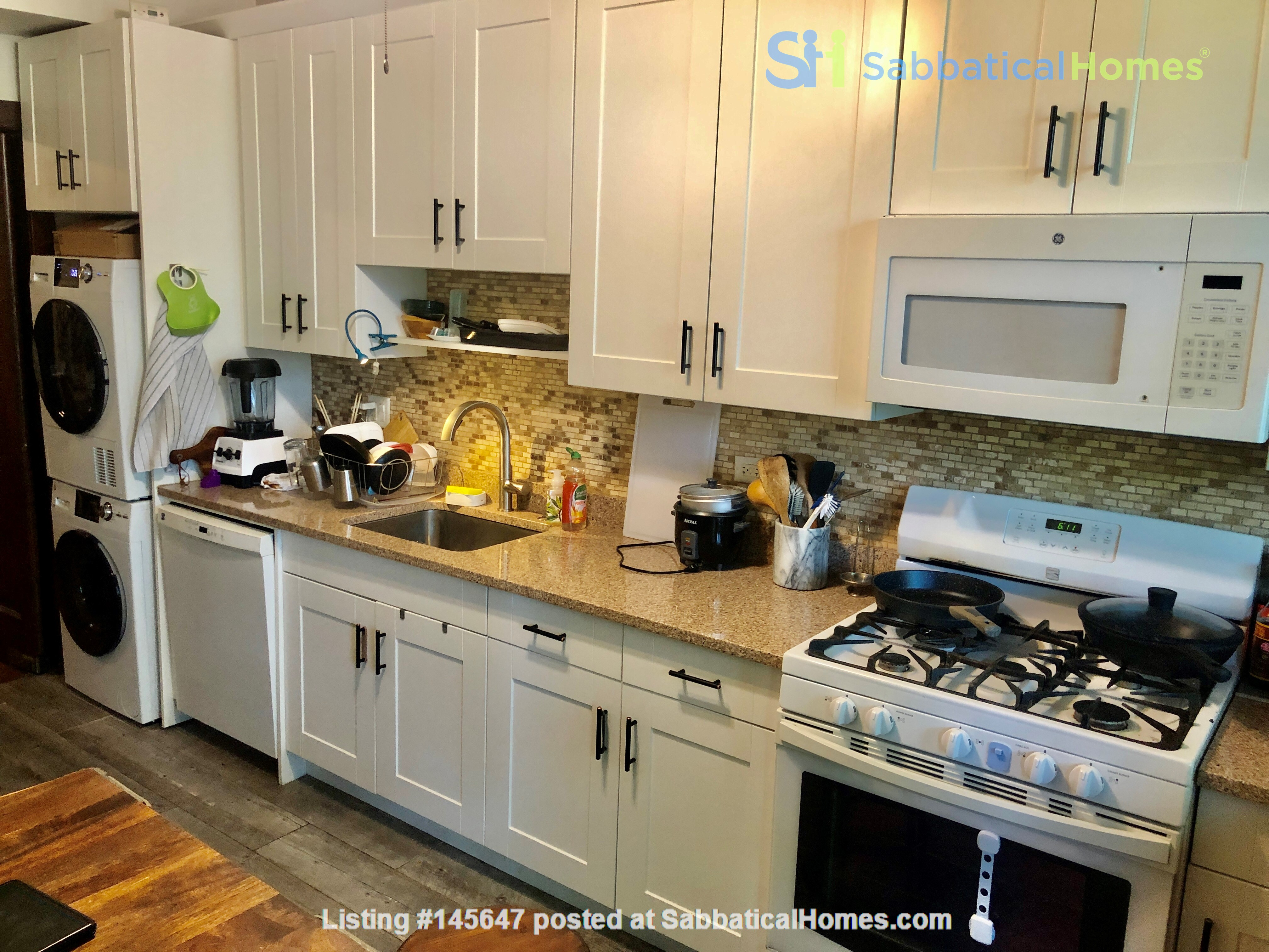 perfect condo across streets from UC Home Rental in Chicago, Illinois, United States 4