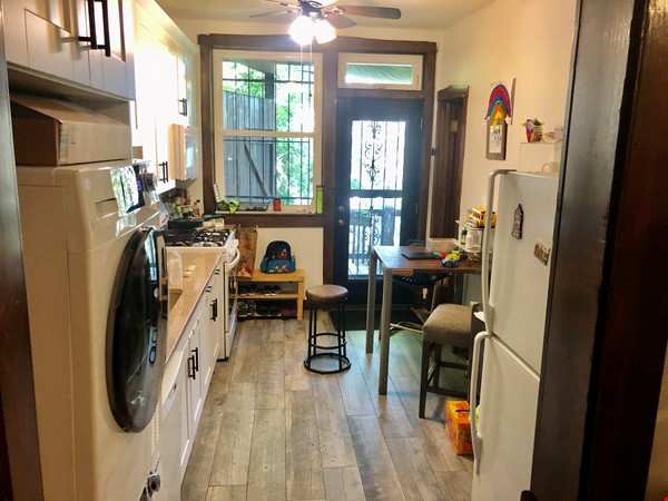 perfect condo across streets from UC Home Rental in Chicago 8 - thumbnail