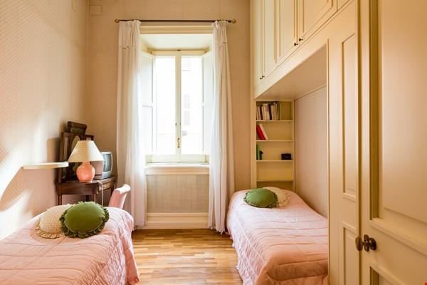 EMMA SPAGNA APARTMENT Home Rental in Roma 5 - thumbnail