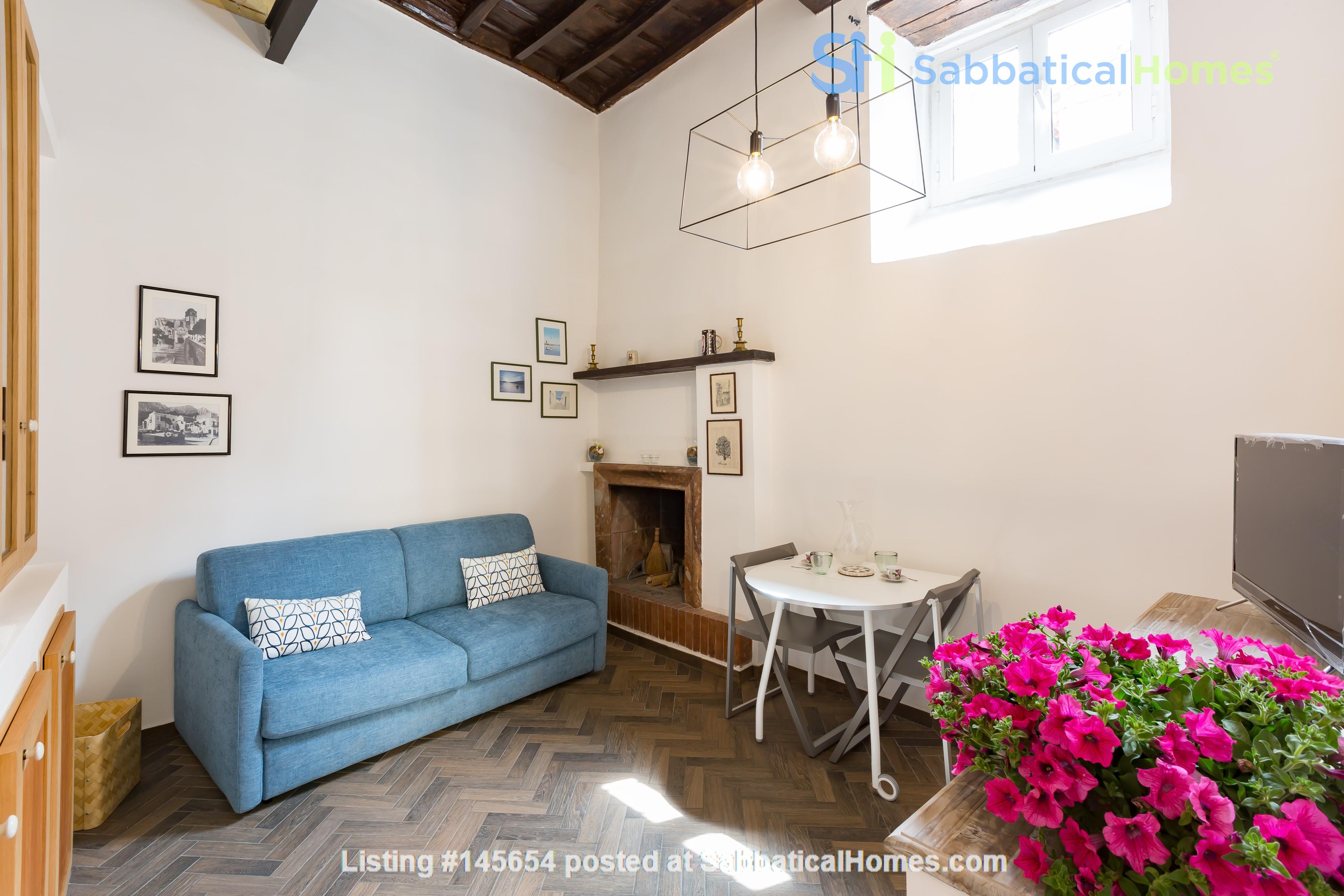 SARA CAMPO DEI FIORI APARTMENT Home Rental in Roma, Lazio, Italy 2