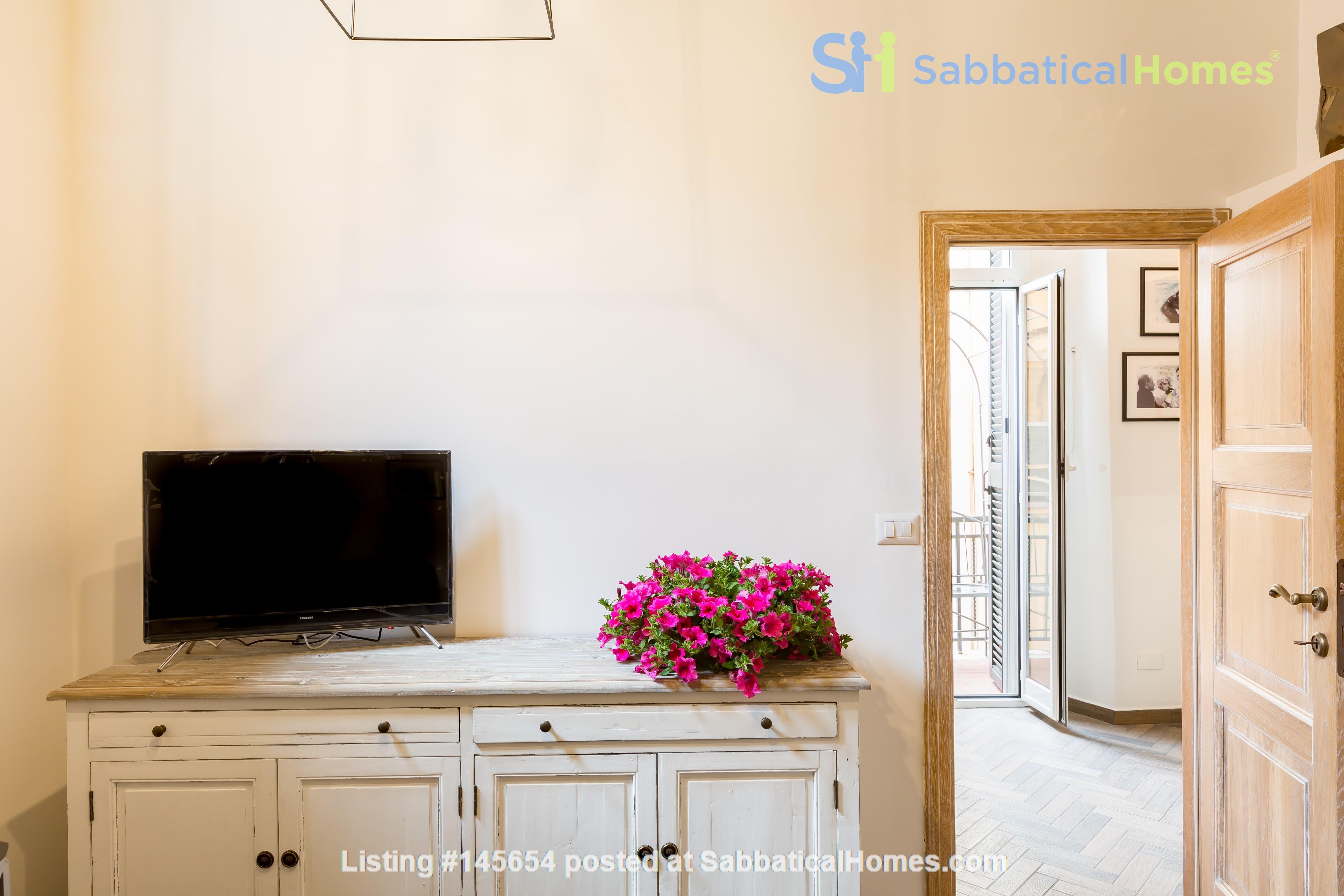 SARA CAMPO DEI FIORI APARTMENT Home Rental in Roma, Lazio, Italy 8