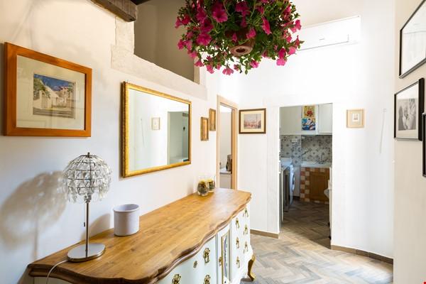 SARA CAMPO DEI FIORI APARTMENT Home Rental in Roma 1 - thumbnail