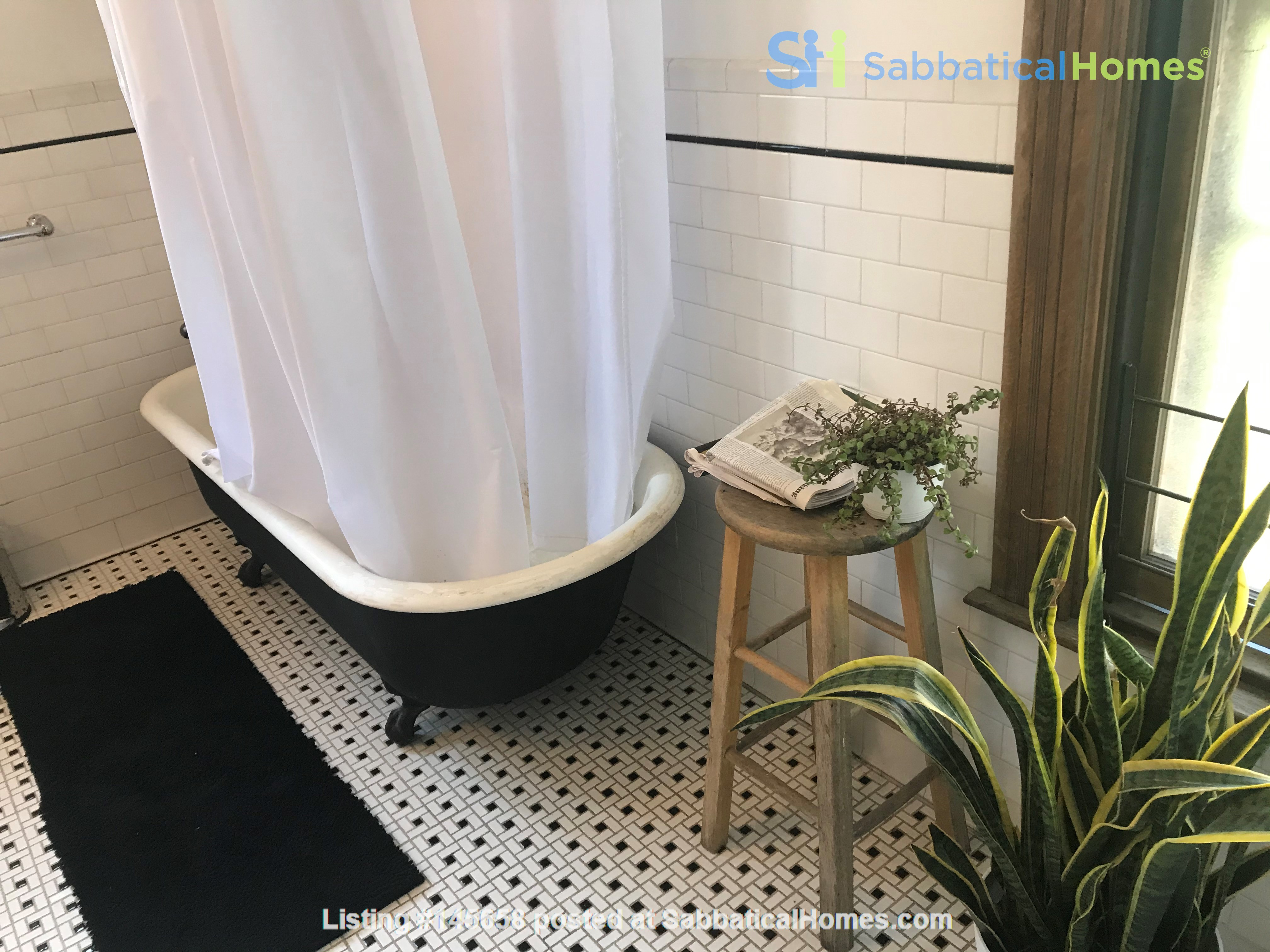 Beautiful studio in a bright, quiet Central Harlem brownstone Home Rental in New York, New York, United States 5