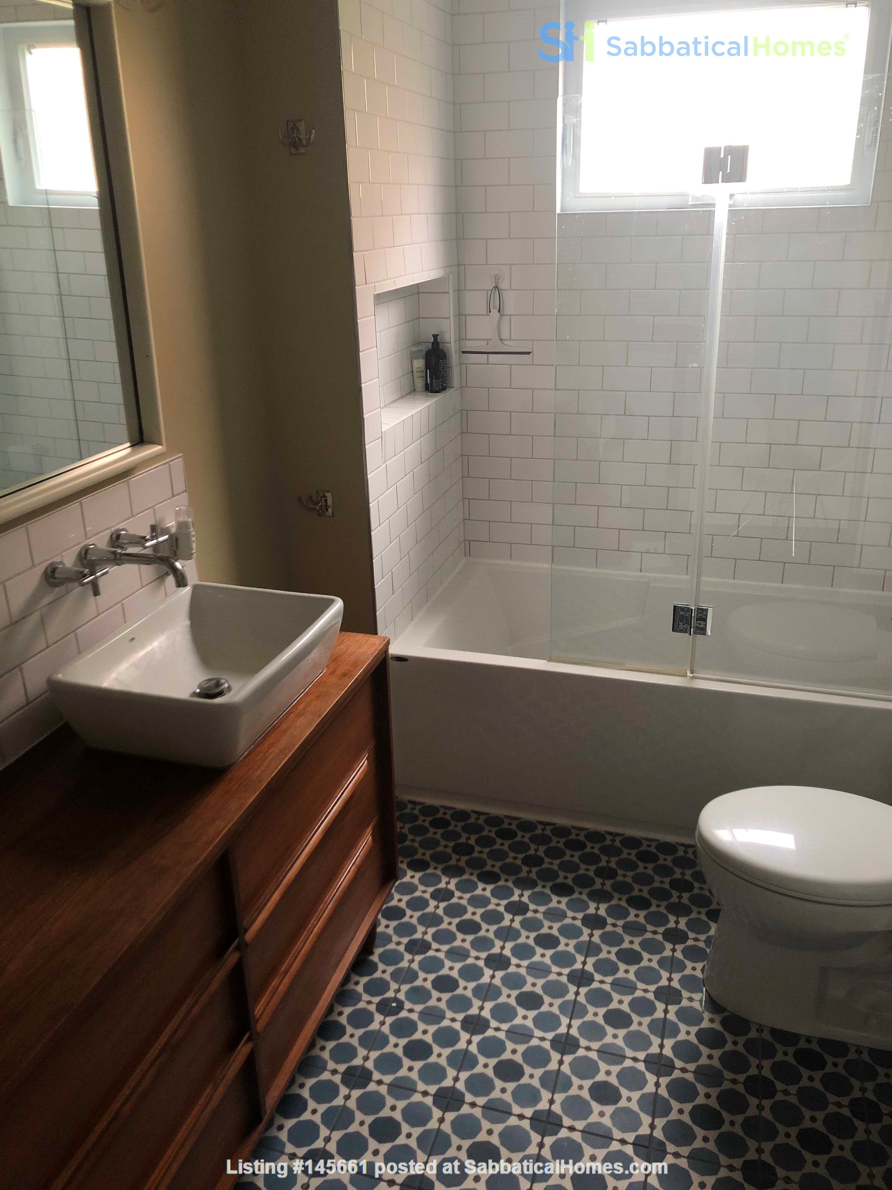 Beautiful fully furnished 2 BR in Vieux-Rosemont Home Rental in Montréal, Québec, Canada 4