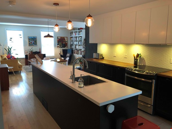 Beautiful fully furnished 2 BR in Vieux-Rosemont Home Rental in Montréal 0 - thumbnail