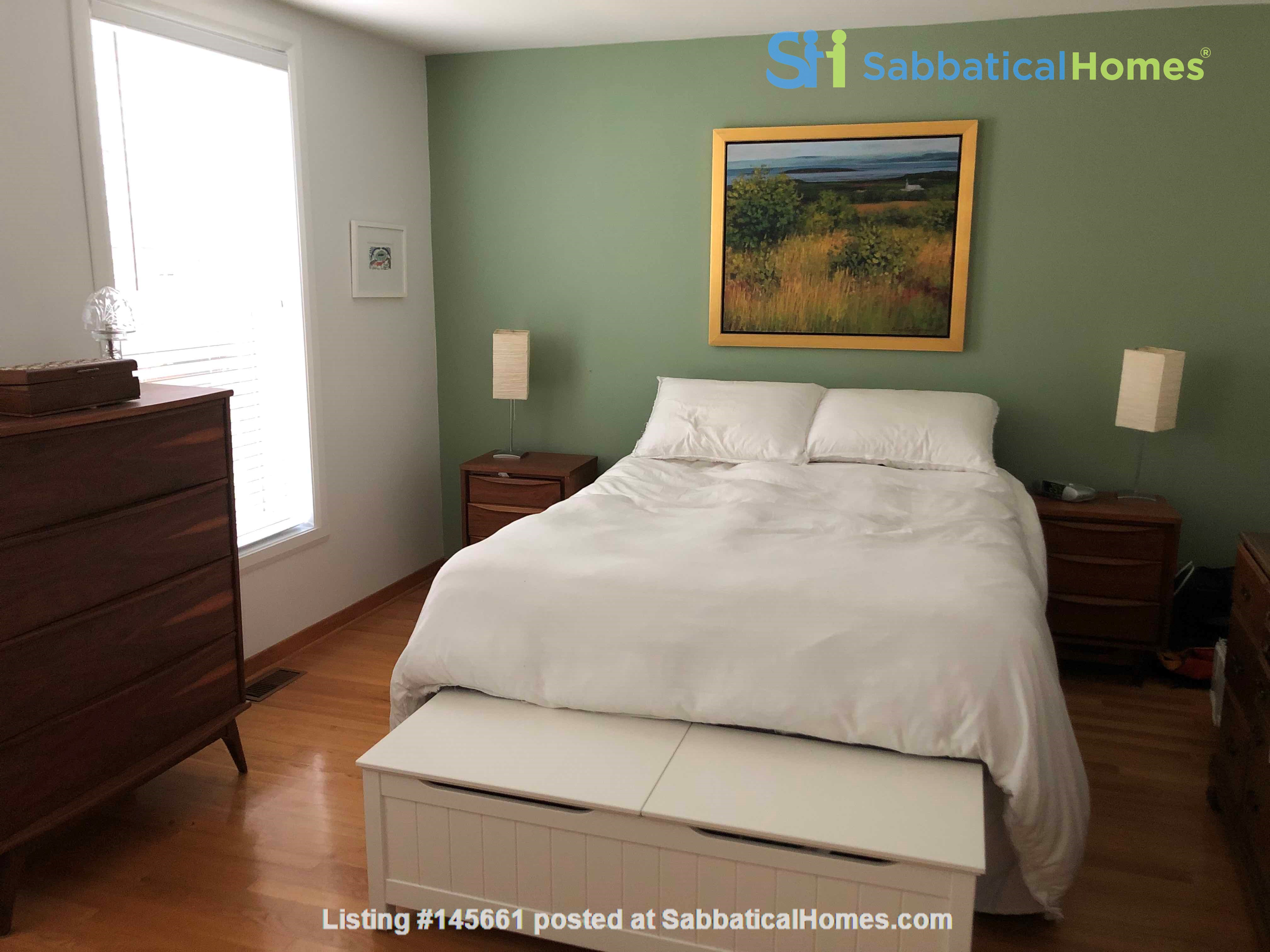 Beautiful fully furnished 2 BR in Vieux-Rosemont Home Rental in Montréal, Québec, Canada 2