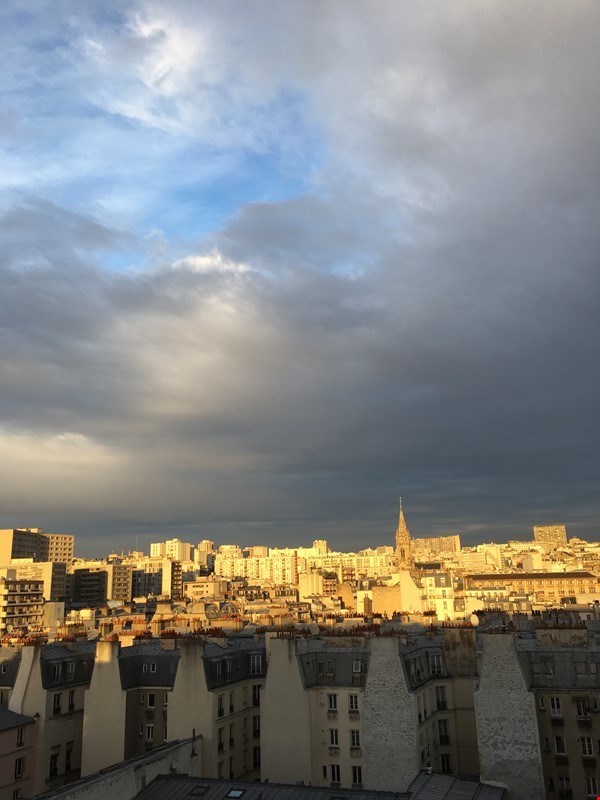 Very large, sunny and quite flat with an amazing view over Paris Home Rental in Paris 1 - thumbnail