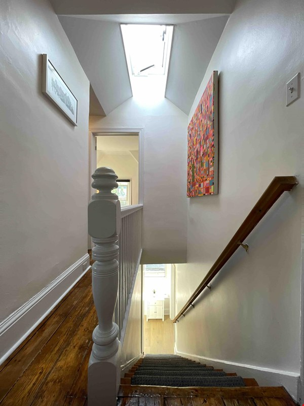 Bright. Spacious. Quiet 3bdrm. Steps to Queen West Home Rental in Toronto 4 - thumbnail