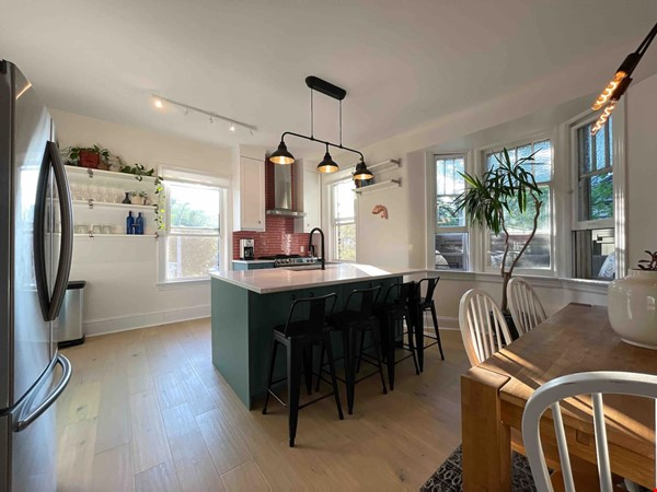 Bright. Spacious. Quiet 3bdrm. Steps to Queen West Home Rental in Toronto 1 - thumbnail