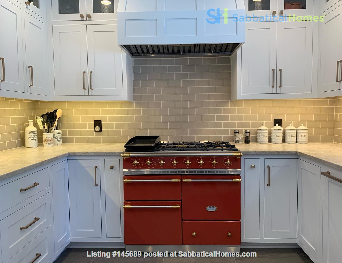 Beautifully updated home in West Seattle Home Rental in Seattle, Washington, United States 2