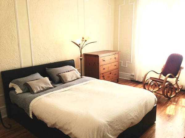 6 1/2 apartment with roof terrace in the heart of the Plateau Mont-Royal Home Rental in Montréal 3 - thumbnail