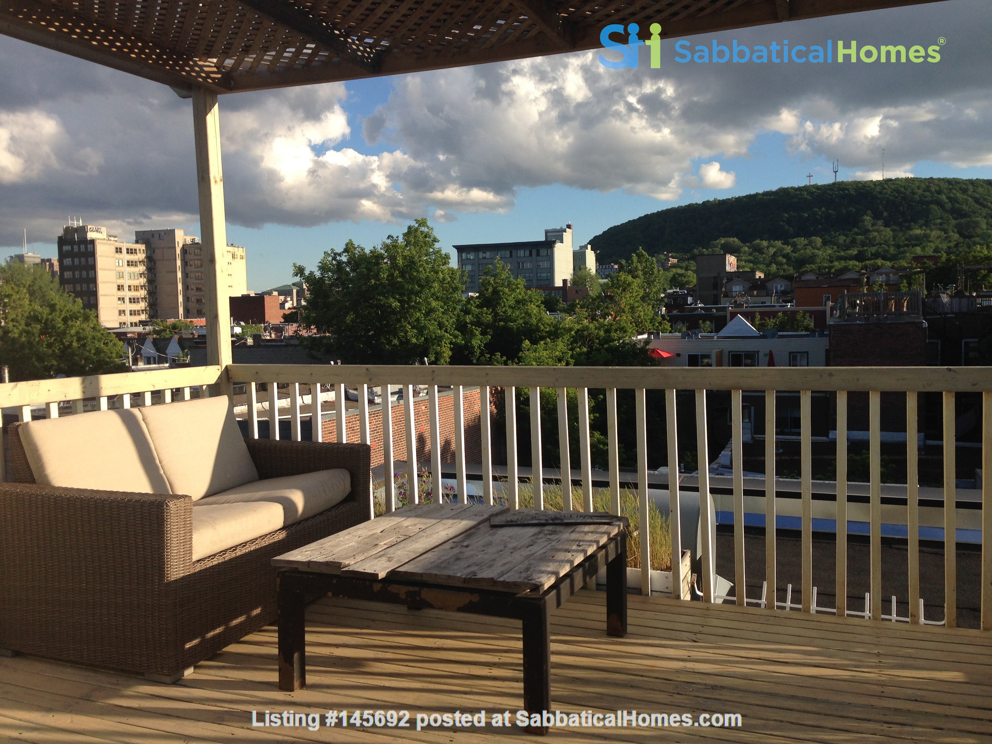 6 1/2 apartment with roof terrace in the heart of the Plateau Mont-Royal Home Rental in Montréal, Québec, Canada 0