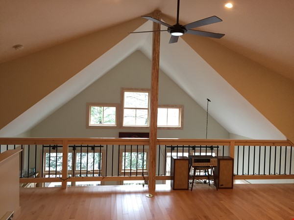 Airy, Modern, Lakefront w/Large Deck, Sunset views Home Rental in Williamsburg 7 - thumbnail