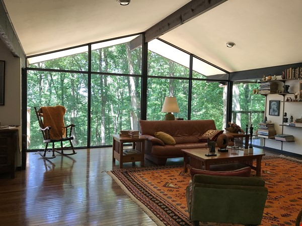 Dramatic California Contemporary set in woods adjacent to Valley Forge Park Home Rental in Phoenixville 1 - thumbnail