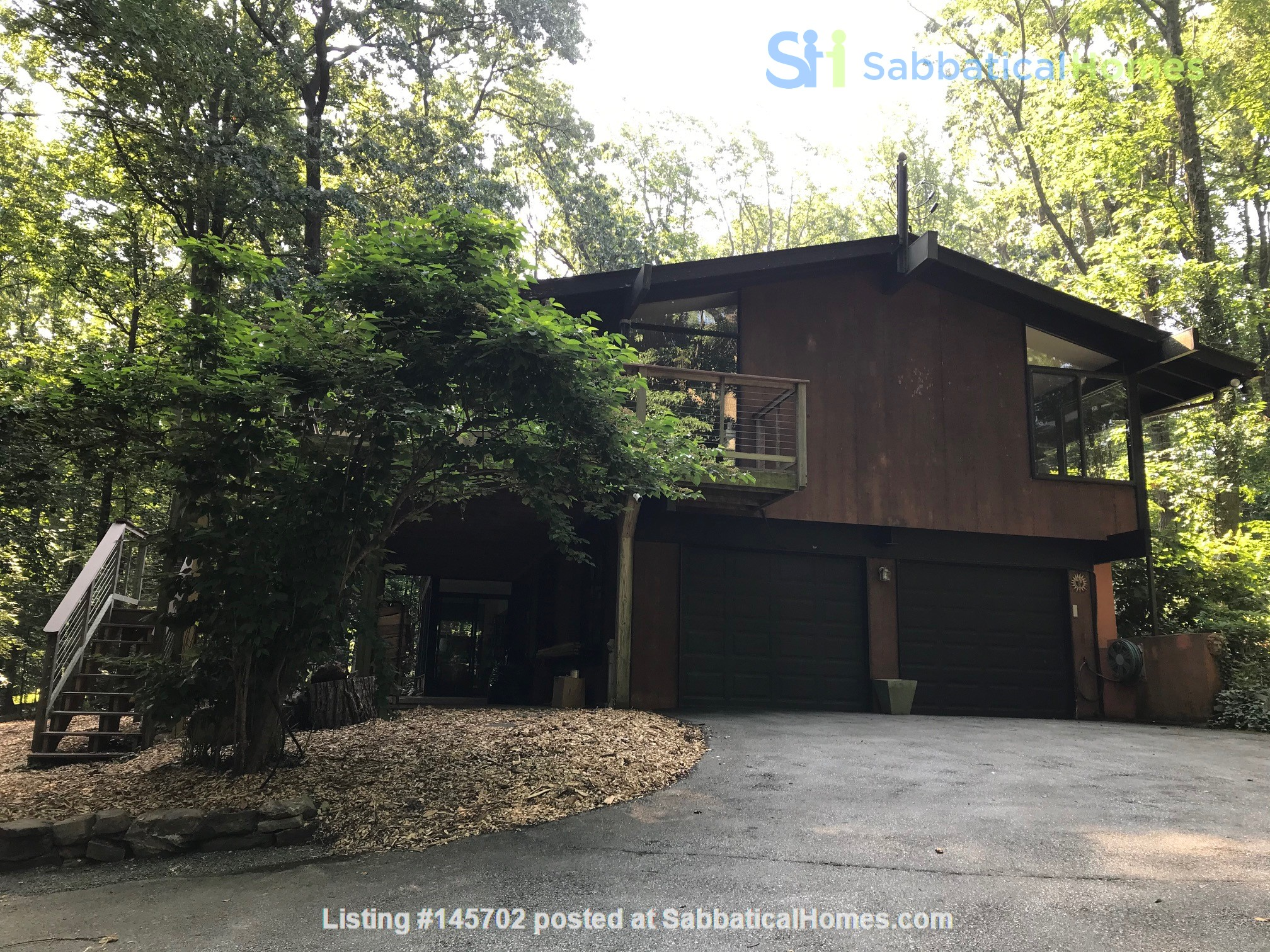 Dramatic California Contemporary set in woods adjacent to Valley Forge Park Home Rental in Phoenixville, Pennsylvania, United States 4