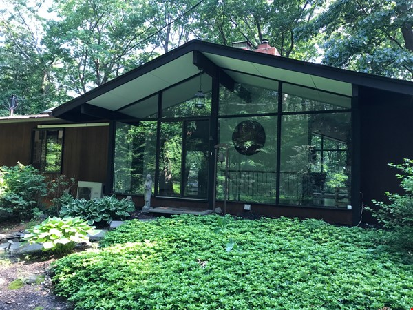 Dramatic California Contemporary set in woods adjacent to Valley Forge Park Home Rental in Phoenixville 0 - thumbnail