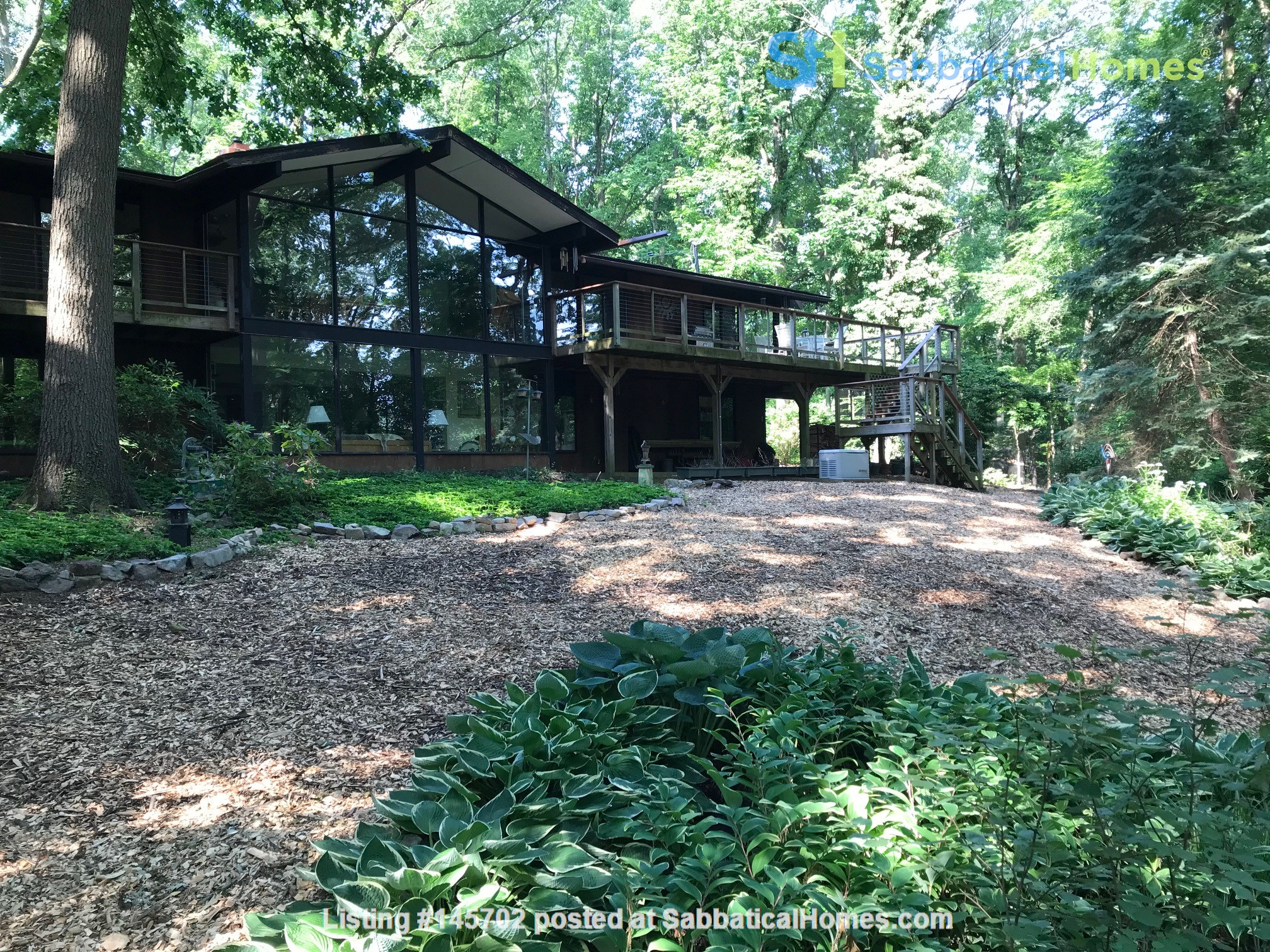 Dramatic California Contemporary set in woods adjacent to Valley Forge Park Home Rental in Phoenixville, Pennsylvania, United States 5