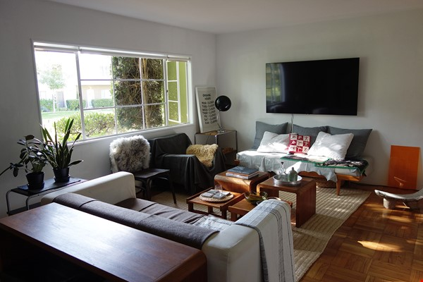 Light-filled 2BR townhouse with large patio in urban oasis in Los Angeles Home Rental in Los Angeles 4 - thumbnail