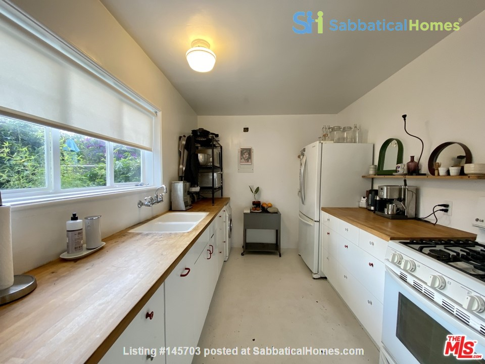 Light-filled 2BR townhouse with large patio in urban oasis in Los Angeles Home Rental in Los Angeles, California, United States 5