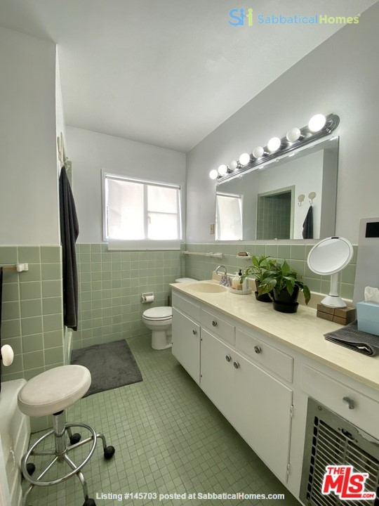 Light-filled 2BR townhouse with large patio in urban oasis in Los Angeles Home Rental in Los Angeles, California, United States 7