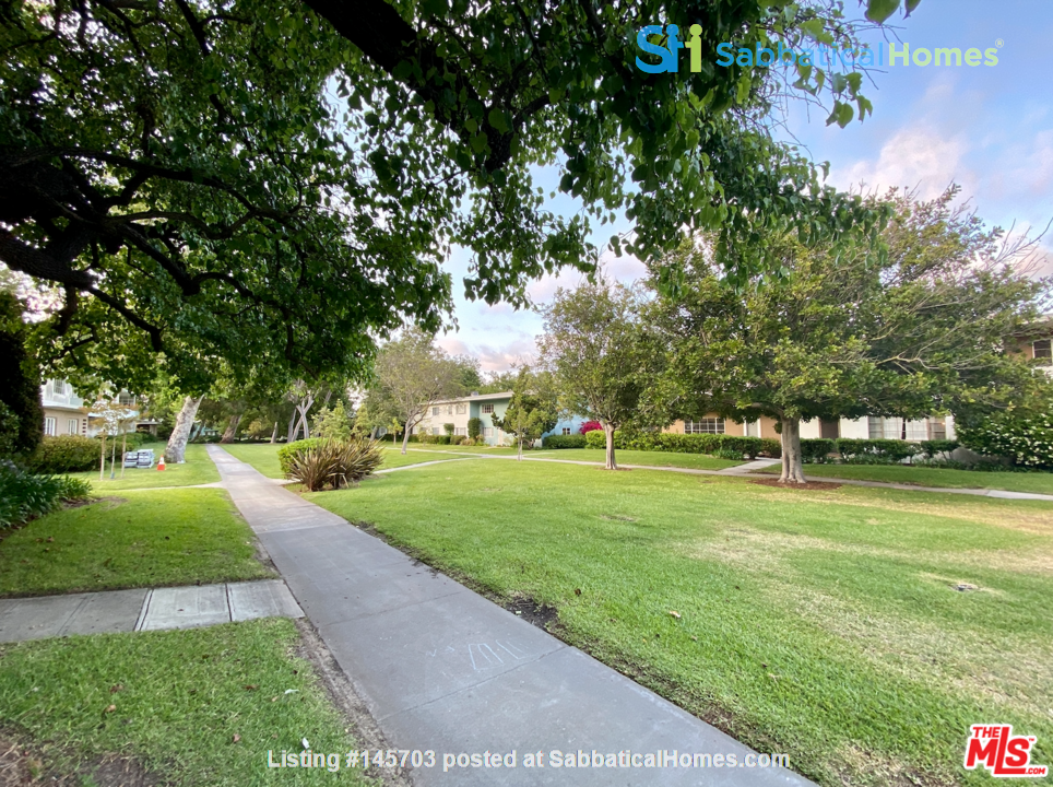 Light-filled 2BR townhouse with large patio in urban oasis in Los Angeles Home Rental in Los Angeles, California, United States 9