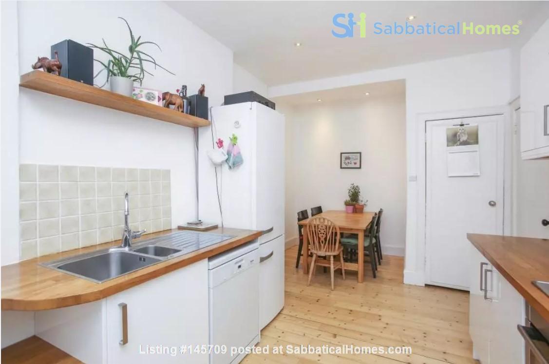 Bright single bedroom available for academic tenant Home Rental in Edinburgh, Scotland, United Kingdom 3