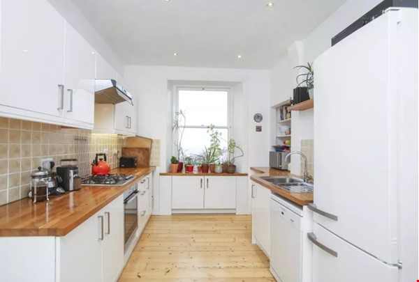 Bright single bedroom available for academic tenant Home Rental in  2 - thumbnail