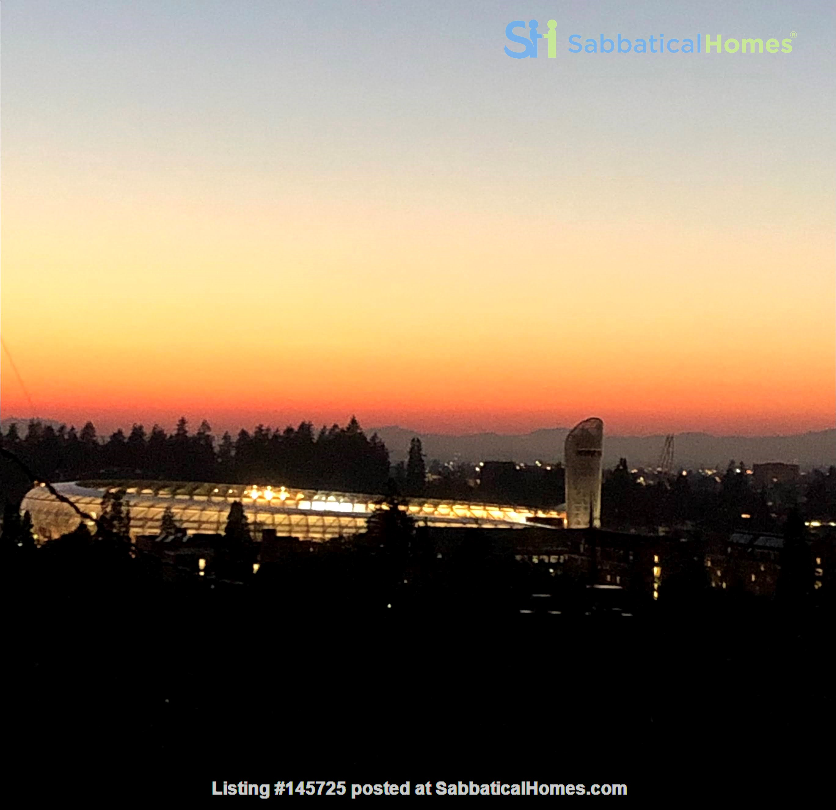 Sunset views and walking lifestyle by UO Campus & forest park. Remodeled Home Rental in Eugene, Oregon, United States 0