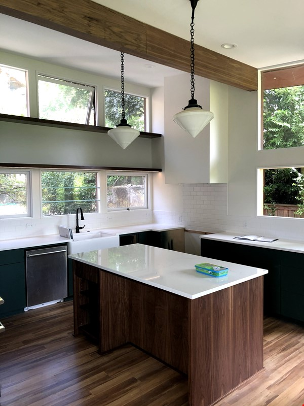 Sunset views and walking lifestyle by UO Campus & forest park. Remodeled Home Rental in Eugene 1 - thumbnail