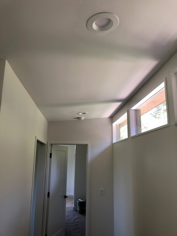 Sunset views and walking lifestyle by UO Campus & forest park. Remodeled Home Rental in Eugene 6 - thumbnail